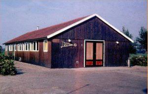 Hierbij nog een historische foto van Het Trefpunt. Als iemand weet uit welk jaar deze foto dateert (of wanneer dit gebouw gezet of vervangen is) dan vernemen we dat graag. info@burgerbelangenraalte.nl)