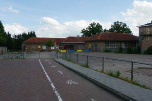 Het achterste deel van de school (dat later is aangebouwd) wordt afgebroken, om ruimte te maken voor nieuwbouw. Van het oorspronkelijke gebouw (een gemeentelijk monument) blijft het aanzicht in tact.
