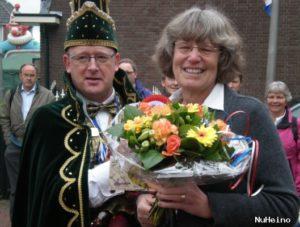 Annie Jansen werd op 30 april 2010 als eerste benoemd tot Held van Heino. Prins Boet 1 (Rudi Buitenkamp) overhandigde haar een bos bloemen.