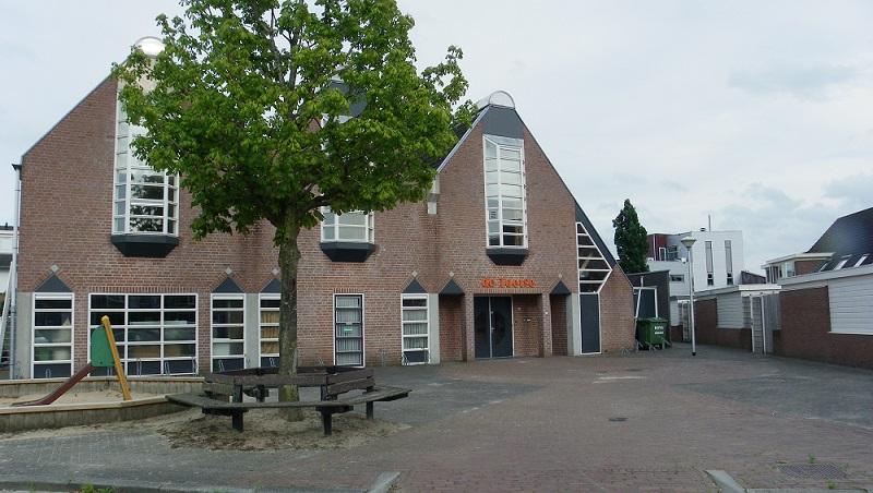 Het voormalige sociaal-cultureel centrum De Joetse wordt bijna niet meer gebruikt. Het staat op de nominatie verkocht te worden. BurgerBelangen wil dat bekeken wordt of deze locatie geschikt is als permanente werk- en expositieruimte voor beeldend kunstenaars binnen de gemeente.